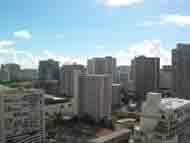 青い空の下高いビル群が林立していかにも「ハワイ」と言う風情です。