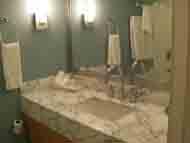 お風呂とトイレと同じ場所で大小のタオルが何本も置いてありました。
